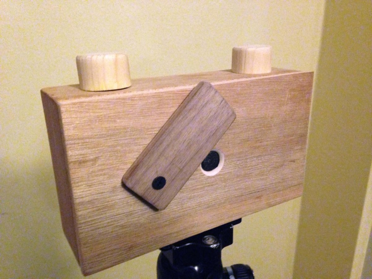 Desain kamera Pin Hole dari Kayu