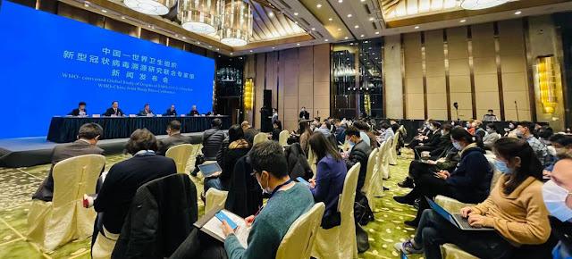 Los científicos de la Organización Mundial de la Salud durante la conferencia de prensa de hoy en Wuhan, China.OMS China