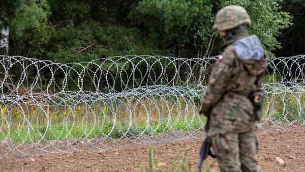 Risques de « prison » ou de mort : Pour décourager les clandestins de franchir ses frontières, la Pologne leur envoie… des SMS