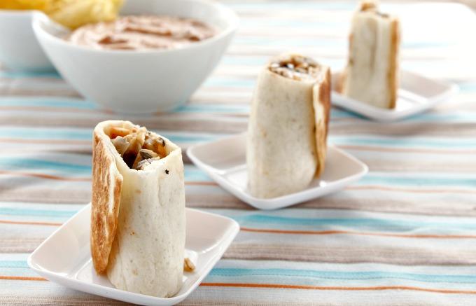 Wraps de tortillas mexicanas con capuchinas y surimi.MaraEnGredosFoodBlog