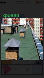 На крыше дома кровля покрыта рубероидом и сделаны отливы