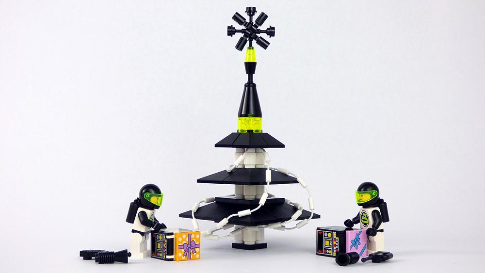 blacktron2xmastree.jpg
