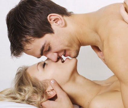 Hasil gambar untuk ciuman mesra