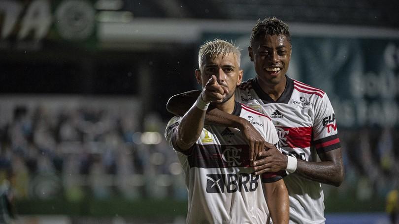 Flamengo golea a Goiás y sube en la tabla del Campeonato Brasileño