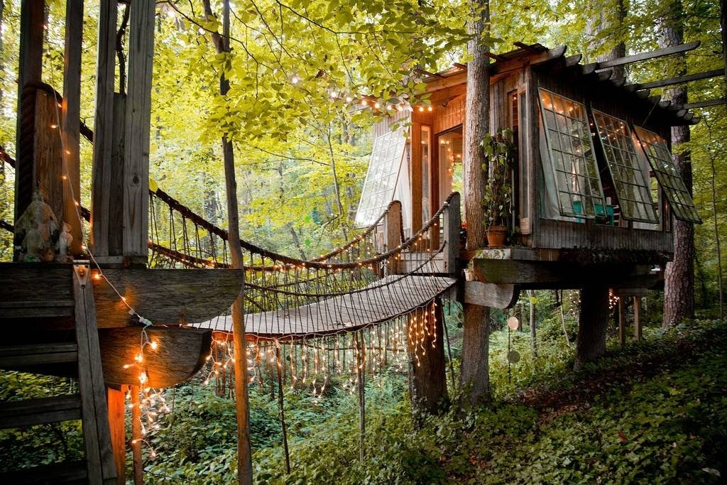 07-Bridge-to-the-Bedroom-Architecture-with-Airbnb-Tree-House-Accommodation-www-designstack-co