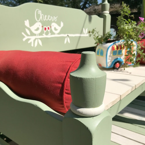How To Build A Relaxing Outdoor Headboard Bench