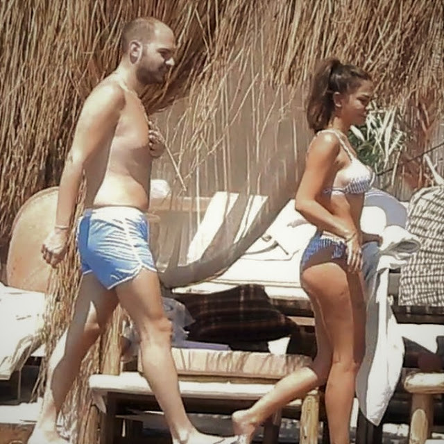 Demet Özdemir arkadaşlarıyla plajın tadını çıkardı