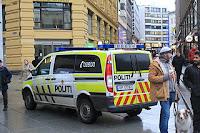 Politibil. Foto: Øyvind-Holmstad. Lisens CC by-sa 4.0 via Wikipedia