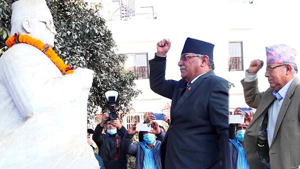 प्रचण्ड र माधव नेपाल  मदन भण्डारीको  शालिकमा माल्यार्पण गर्न बल्खु पुगे