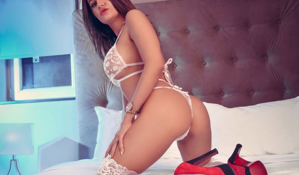 https://www.glamourcams.live/chat/JuliaJo