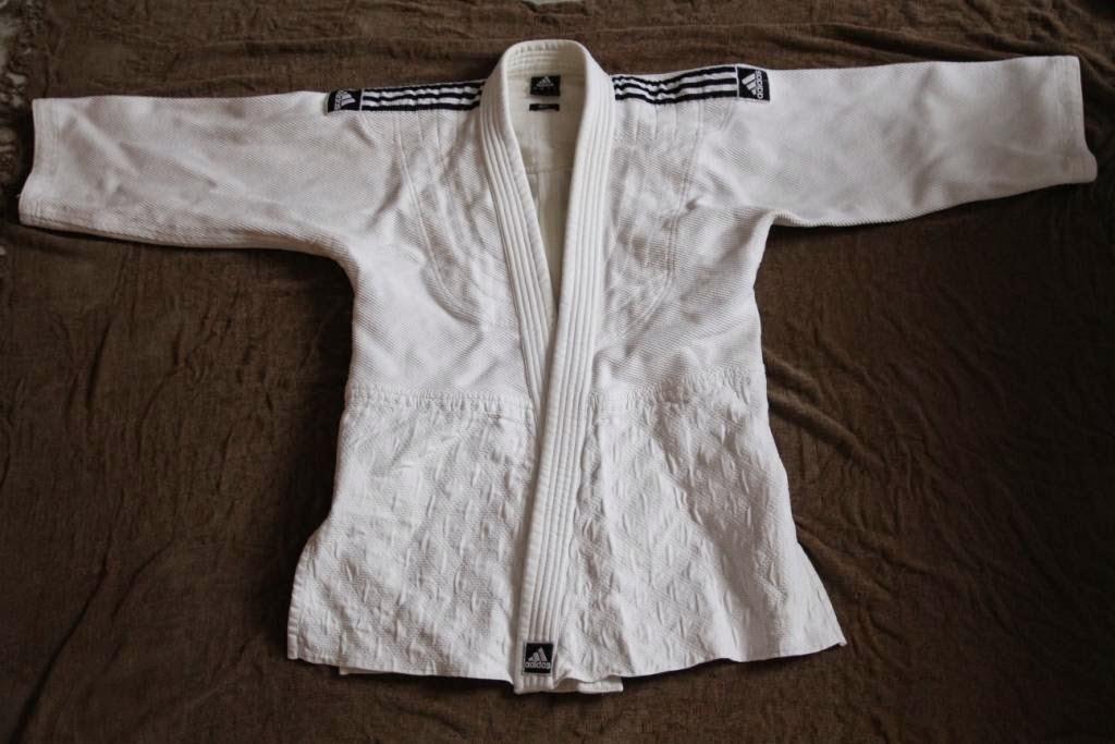 http://www.cestquoitonkim.com/2014/08/avis-sur-le-kimono-j800-adidas.html