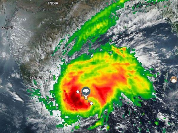 Cyclone Nivar to make landfall by evening; Tamil Nadu, Andhra, Puducherry on high alert   Full Report