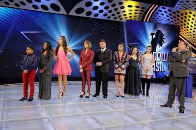 Raul Gil e finalistas do Shadow Brasil (Crédito: Rodrigo Belentani /SBT)