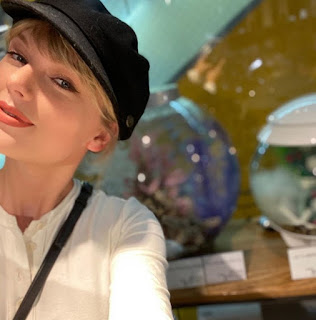 Taylor Swift pens down an emotional note to one of his fans who just finished his Phd