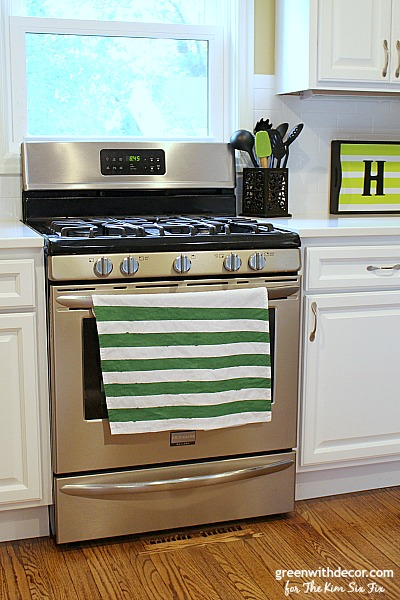 Give plain white dishtowels a new look with a little paint. This is so cute, I want to do this for towels in our kitchen!