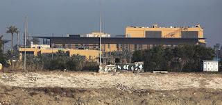 سقوط عدة صواريخ قرب السفارة الأميركية في بغداد