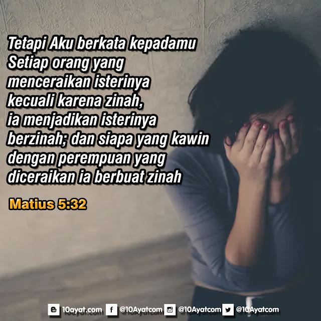 Matius 5:32