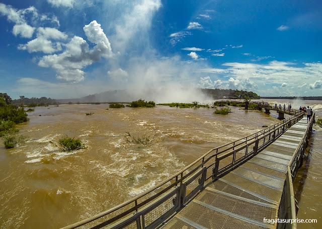 Passarela para a Garganta do Diabo no lado argentino das Cataratas do Iguaçu
