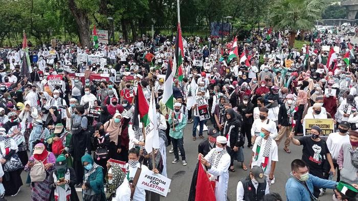 FOTO-FOTO: Penampakan Massa Aksi Bela Palestina di Depan Kedubes AS