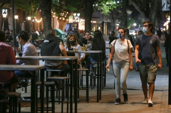 Se extiende el horario de bares y restaurantes en Santa Fe