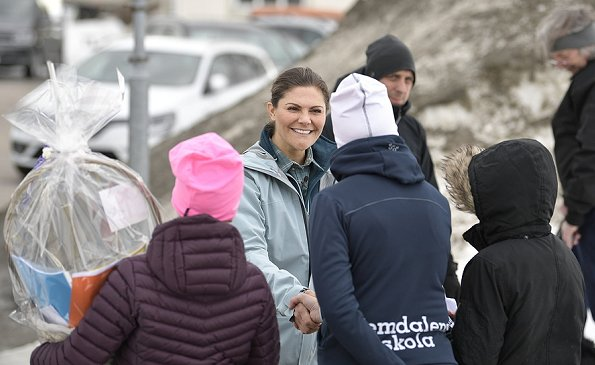 Crown Princess Victoria's day in Härjedalen began with a visit to Vemdalen's school. The Crown Princess met with the students
