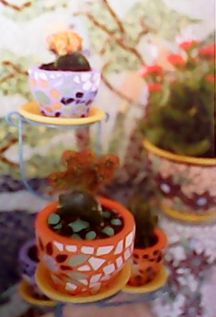 Membuat Pot Bunga Mozaik Keramik Mudah Dipraktekkan