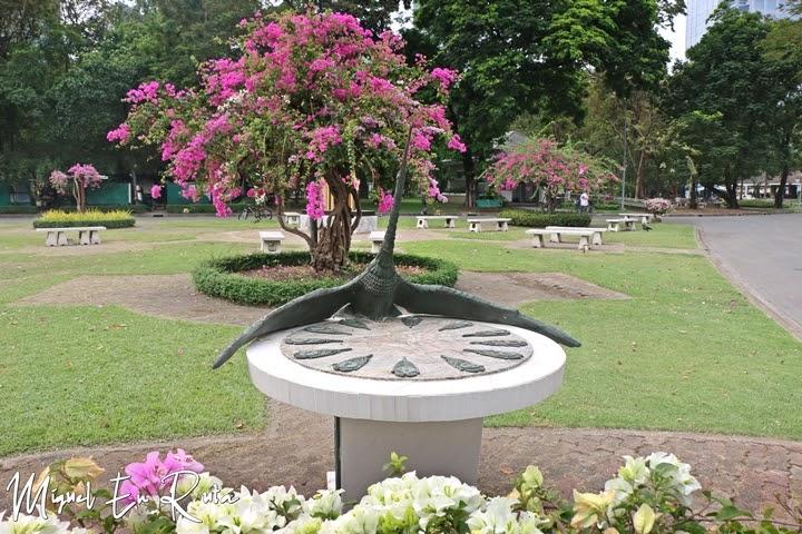 Reloj solar en el Parque Lumpini, Bangkok