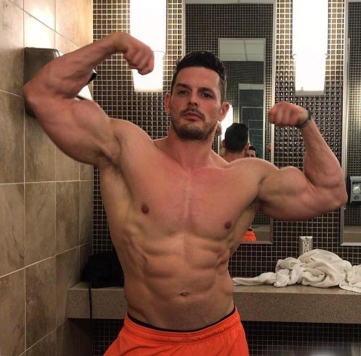 huge-muscular-alpha-male-stud-biceps-flex-dominant-straight-beefcake-bro