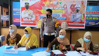 Satpas Polres Pinrang Beri Vaksin Gratis Kepada Pemohon SIM