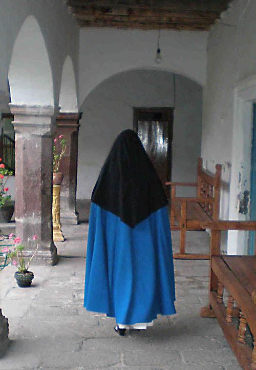 Religiosa concepcionista em seu mosteiro
