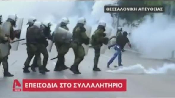 ΜΑΤατζήδες πιάνουν «Μακεδονομάχο» και μετά τον αφήνουν ανενόχλητο (vid)