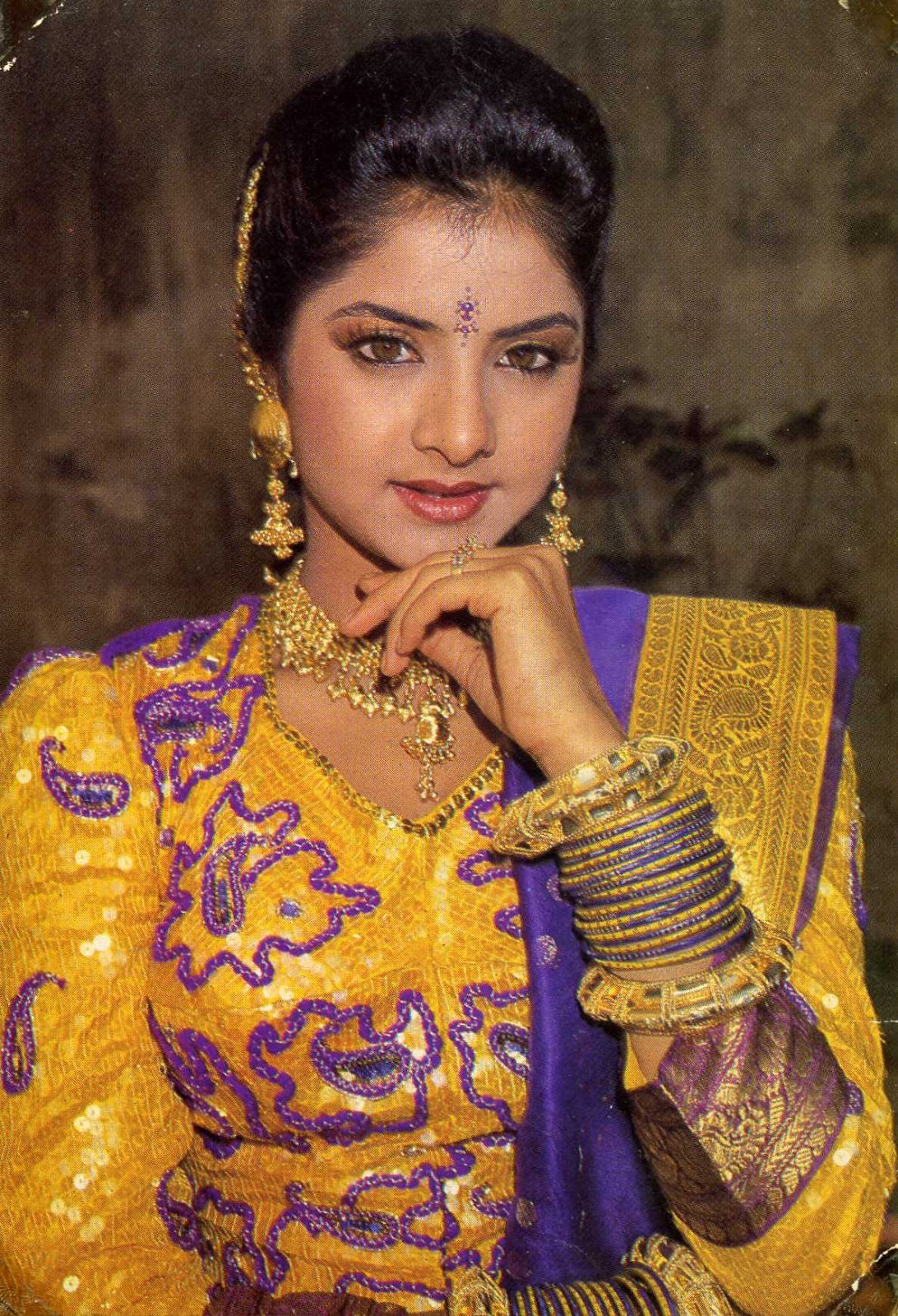 Divya Bharti  Bollywood Hd Hot Photos Gallery-9302