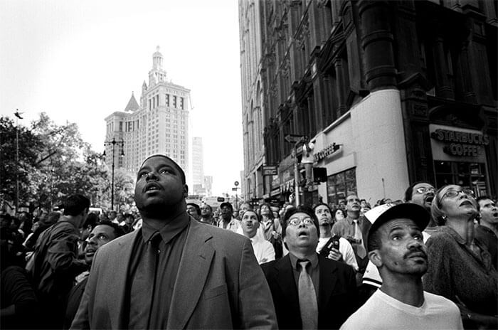18 Rare Historical 9/11 Photos That You Most Possibly Haven't Seen Before - A Knot Of Bystanders At Park Row And Beekman Street Look Up As The South Tower Begins To Collapse