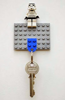 http://www.manualidadesblog.com/un-colgador-para-tus-llaves/