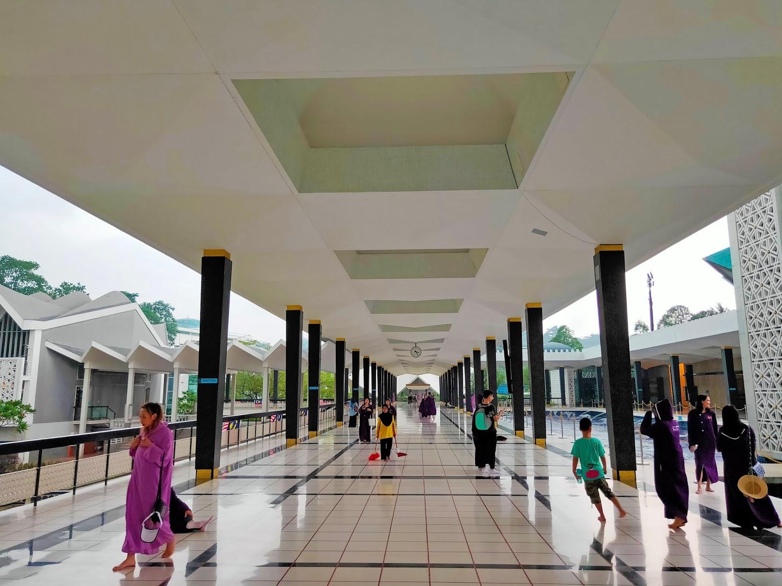 serambi masjid negara
