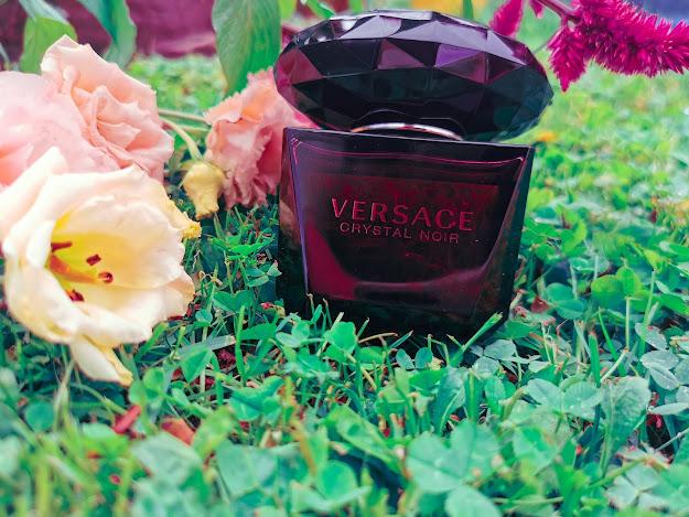 Jemná a zároveň výrazna Versace Crystal Noir
