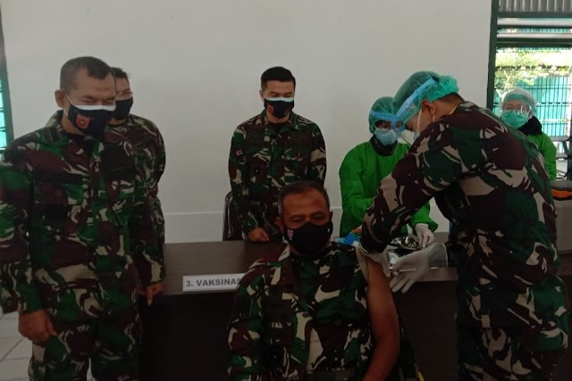 Nakes Kodam dan Pangdam VI Mulawarman Terima Vaksinasi Covid-19