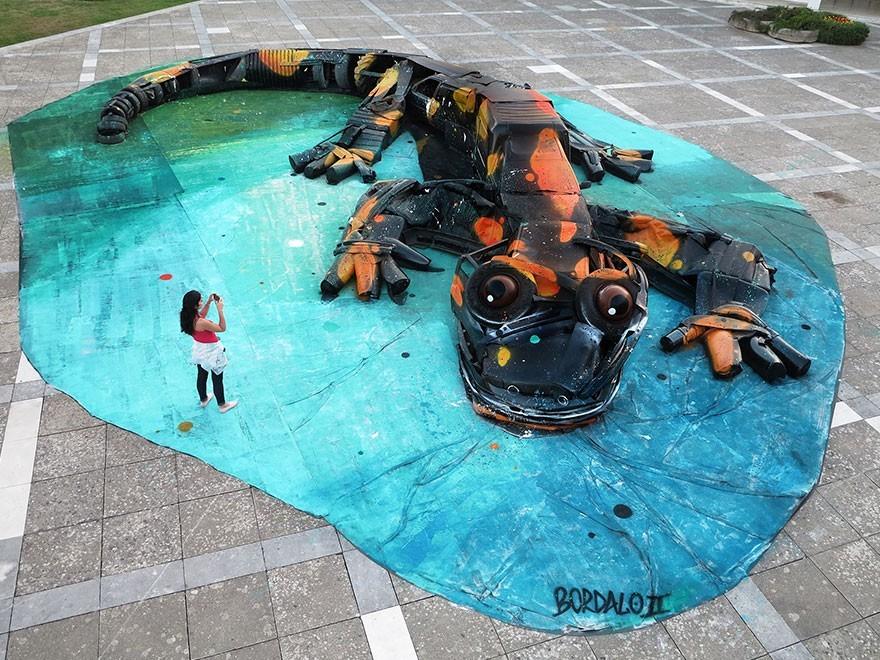 Bunglon / Salamander - Seni Lukisan Binatang Menakjubkan Dan Kreatif Dari Bahan Sampah