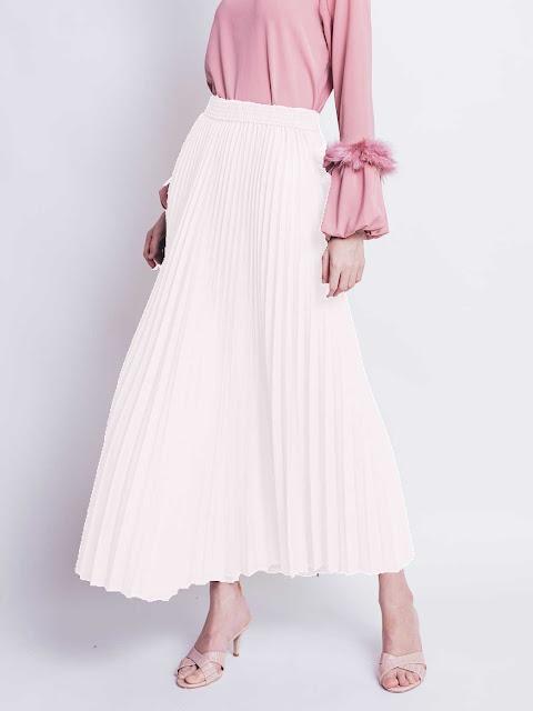 White pleats skirt