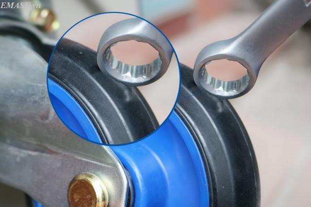 Bánh xe đẩy hàng Haera Nhật Bản FD150 làm bằng cao xu đặc, chịu nước, chịu lược và chống tác động từ nhiều hóa chất khác