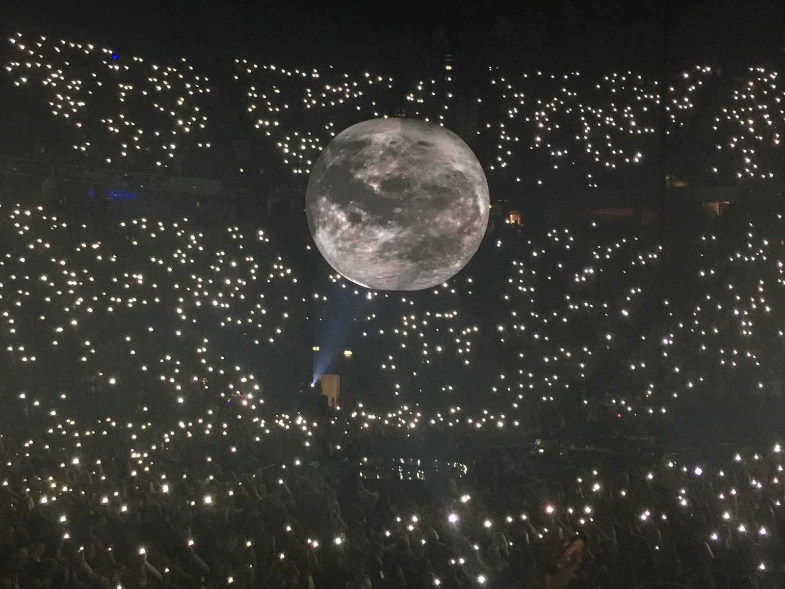 shawn mendes illuminate manchester