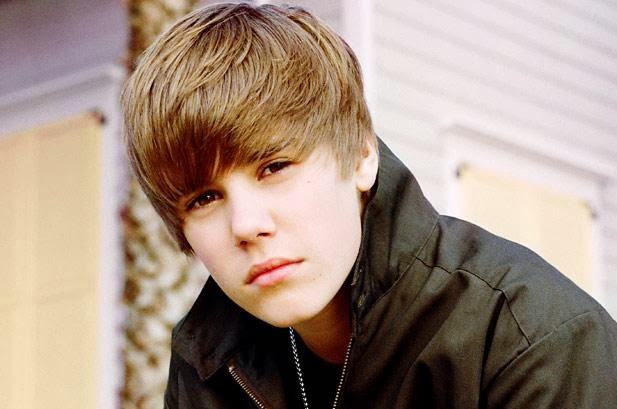 Justin Bieber Populer and awarded Music Artist