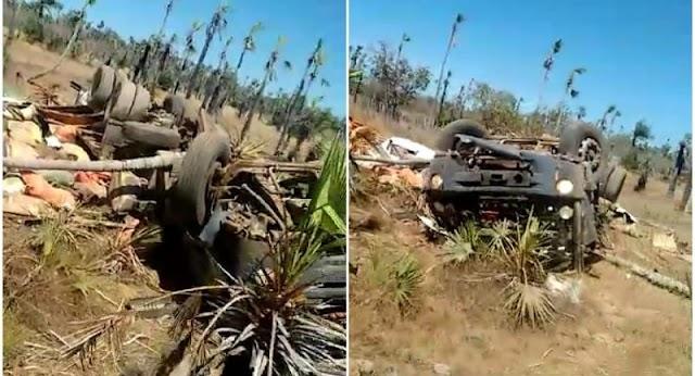 Caminhão carregado de ração capota na PI-114 que liga Campo Maior a Cabeceiras do Piauí