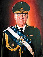 Fidel Sánchez Hernández  de la   dictadura militar