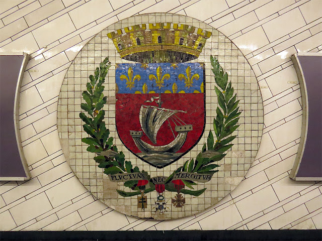 Fluctuat nec mergitur, coat of arms of Paris, Hôtel de Ville metro station, Paris