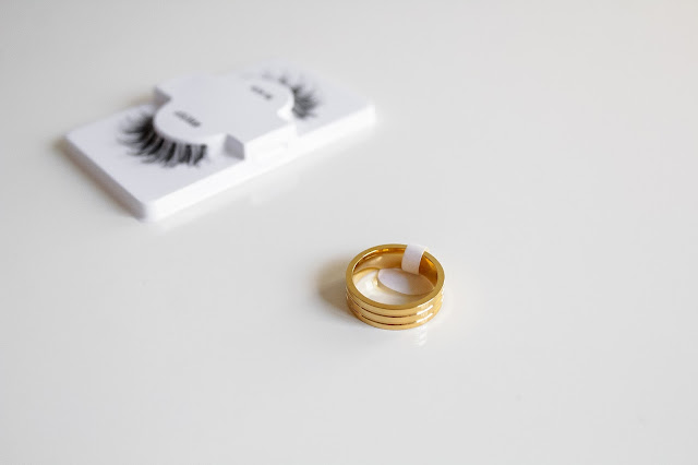 Gamiss False lashes-Gold ring