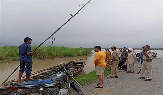 मऊ जिले में खतरे के निशान से मात्र 15 सेमी नीचे है सरयू, तटवर्ती इलाकों में मचा हड़कम्प