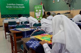 Berkreasi dengan Batik dalam Kompetisi Grab Cinta Batik
