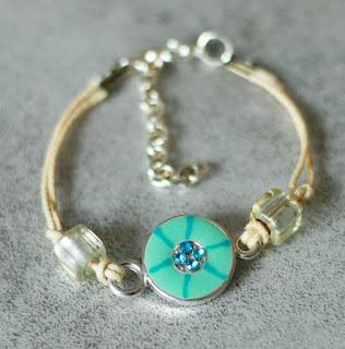 https://www.alittlemarket.com/bracelet/fr_bracelet_enfant_medaillon_bleu_-17554271.html