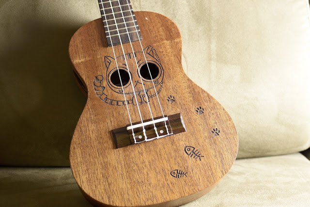 Kmise Carved Cat Concert Ukulele top